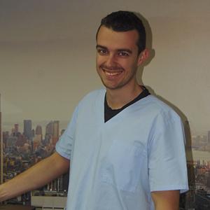 Д-р Виктор Петров Лекар по дентална медицина